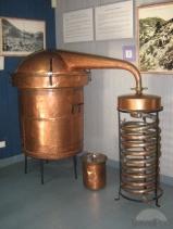 alambic-pour-produire-de-l-essence-de-lavande-marseille